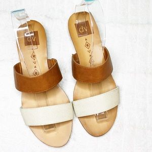 DV by Dolce Vita Dark Tan & White strap sandal 8.5